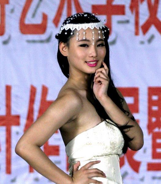 模特林闵萱